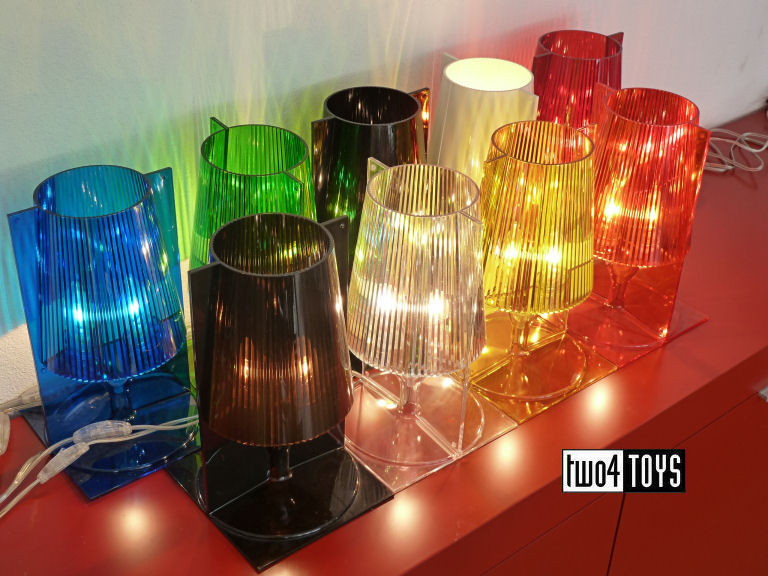 https://www.two4toys.com/images/details/Kartell_Take_alles_licht_aan_2.jpg