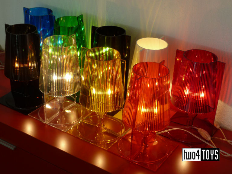 https://www.two4toys.com/images/details/Kartell_Take_alles_licht_aan_3.jpg