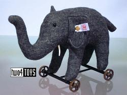 Steiff Club 420412 FELT ELEPHANT ON WHEELS