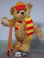 Steiff 671142 TEDDY BEAR WITH WOODEN SCOOTER GERMANY L.ED. 2002